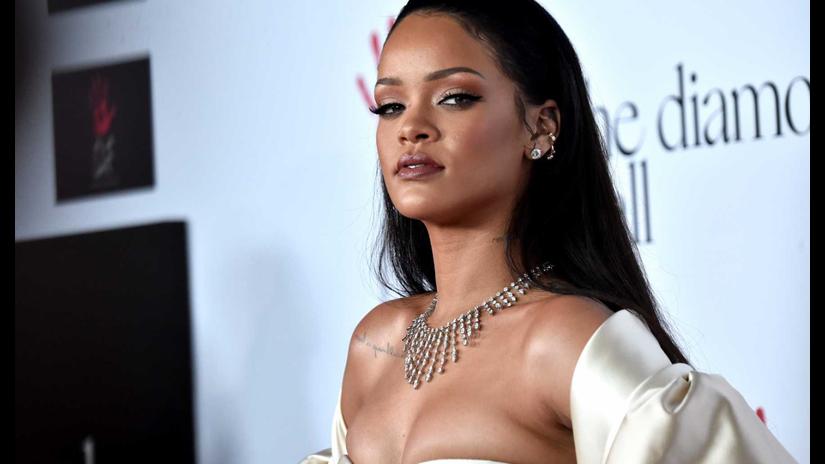 ¿Rihanna embarazada o con kilitos de más?