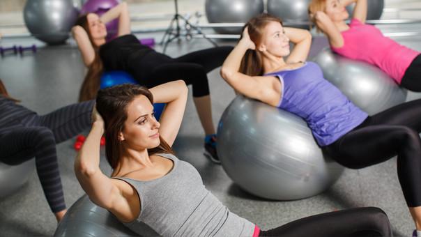 Hacer pilates ayuda a relajar cuerpo y mente.