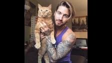@travbeachboy: Usa a Jacob, su gato, como ayuda en sus entrenamientos.