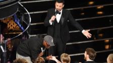 Oscar 2017: Turistas se vuelven viral al ingresar por sorpresa a la gala