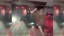 Justin Bieber se vuelve a caer en uno de sus conciertos