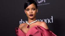 Rihanna se convierte en la consejera de amor de sus fans