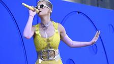 Katy Perry: Joven demanda a la cantante por perder un dedo del pie