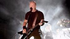 James Hetfield de Metallica sufre dolorosa caída durante concierto