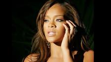 """En 2013 se reveló que Rihanna pagó un observador de OVNIs en los Estados Unidos para que la mantuviera informada sobre las últimas noticias alienígenas.  """"Rihanna siempre ha estado convencida de que los extraterrestres vendrán a la Tierra mientras ella este con vida. Por eso fue que empezó a pagarle a un hombre que se hace llamar el escáner del cielo para que le diera información sobre Nevada o de cualquier otra cosa que se relacionara con los avistamientos""""  """"Él mantiene contacto con ella desde Little'Le'Inn– un motel que aloja a cazadores de OVNIs. Y que también está cerca de una de las bases gubernamentales más secretas del mundo, el Área 51. Esto no es un capricho de Rihanna, ella realmente cree en esto y no le importa gastar dinero para obtener resultados"""", reveló una fuente al Daily Star."""