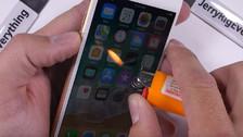 Video   Youtuber prendió fuego su iPhone 8 y esto fue lo que pasó