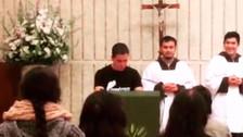 Facebook: hincha peruano pide por la selección en plena misa