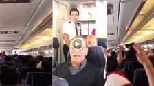 Video | Cachito Ramirez canta con hinchas Contigo Perú en vuelo a Argentina