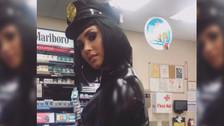 Demi Lovato deja poco a la imaginación con su disfraz de policia por Halloween