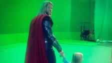 Chris Hemsworth lleva a su hijo al set de Thor y enternece a todos