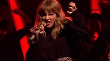 Taylor Swift cantó por primera vez