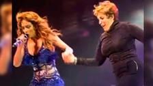 Jennifer Lopez sube a su mamá al escenario y se roba el show