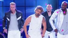 Luis Fonsi se transforma en Justin Timberlake y canta