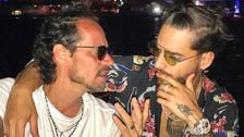 Marc Anthony sorprende y besa a Maluma en el escenario