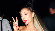 El topless de Ariana Grande que está enloqueciendo a todos