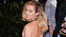 Miley Cyrus comparte selfie y prenda íntima deja preocupado a sus fans