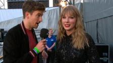 Periodista manda a Taylor Swift a pegarse una ducha y su reacción fue ejemplar
