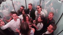 Así fue como los Backstreet Boys sorprendieron a fans en el ascensor