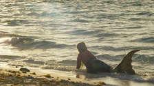 Nicki Minaj se convierte en una provocativa sirena en el video